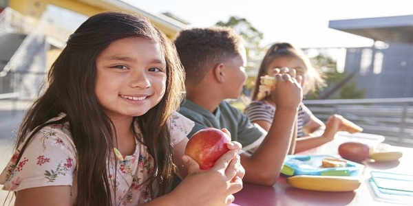 4 Tips to Guide Your Child Towards Healthy Eating